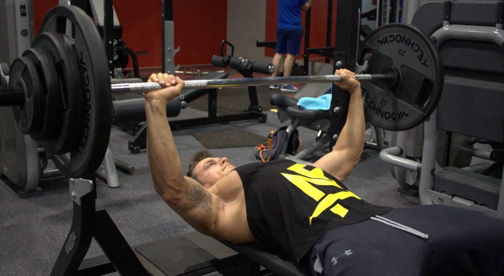 musculation des épaules : développé couché